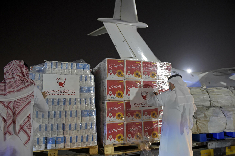 Una spedizione di aiuti umanitari per l'Afghanistan all'aeroporto di Manama in Bahrain il 4 settembre 2021