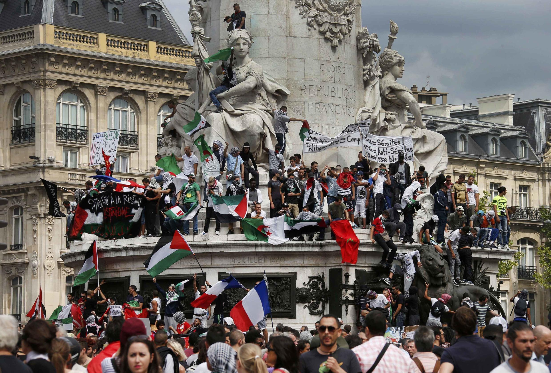 Biểu tình ủng hộ người Palestine tại dải Gaza ở quảng trường République, Paris ngày 26/07/2014.