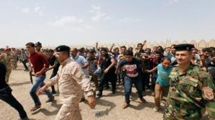 志愿者加入伊拉克军队对抗逊尼派武装分子2014年6月13日巴格达。
