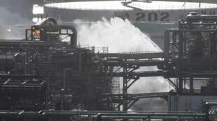 На западе Франции произошел пожар на нефтеперерабатывающем заводе Total