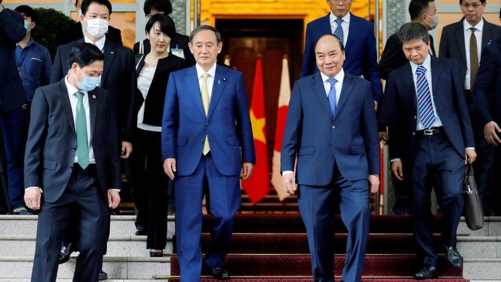 Tại Việt Nam, thủ tướng Nhật lên án « các hoạt động bất hợp pháp » ở Biển Đông