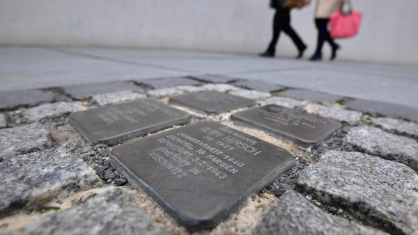 Photo de «Stolpersteine» ou les «pavés  de la mémoire» pour se souvenir des victimes de la Shoah, à Berlin.