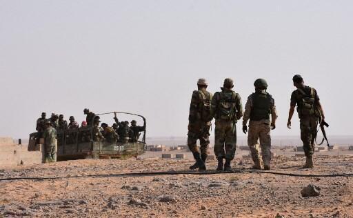 Combatentes do regime sírio na província de Deir Ezzor.
