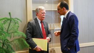 O Conselheiro Nacional de Segurança dos EUA, John Bolton, e seu colega turco, Ibrahim Kalin (à dir.), se encontram no Palácio Presidencial em Ancara, Turquia, em 8 de janeiro de 2019.