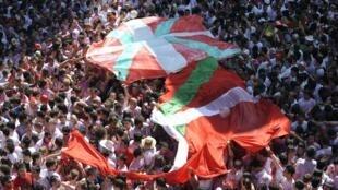 Баскские флаги на фестивале в Сан Фермине 06/07/2011