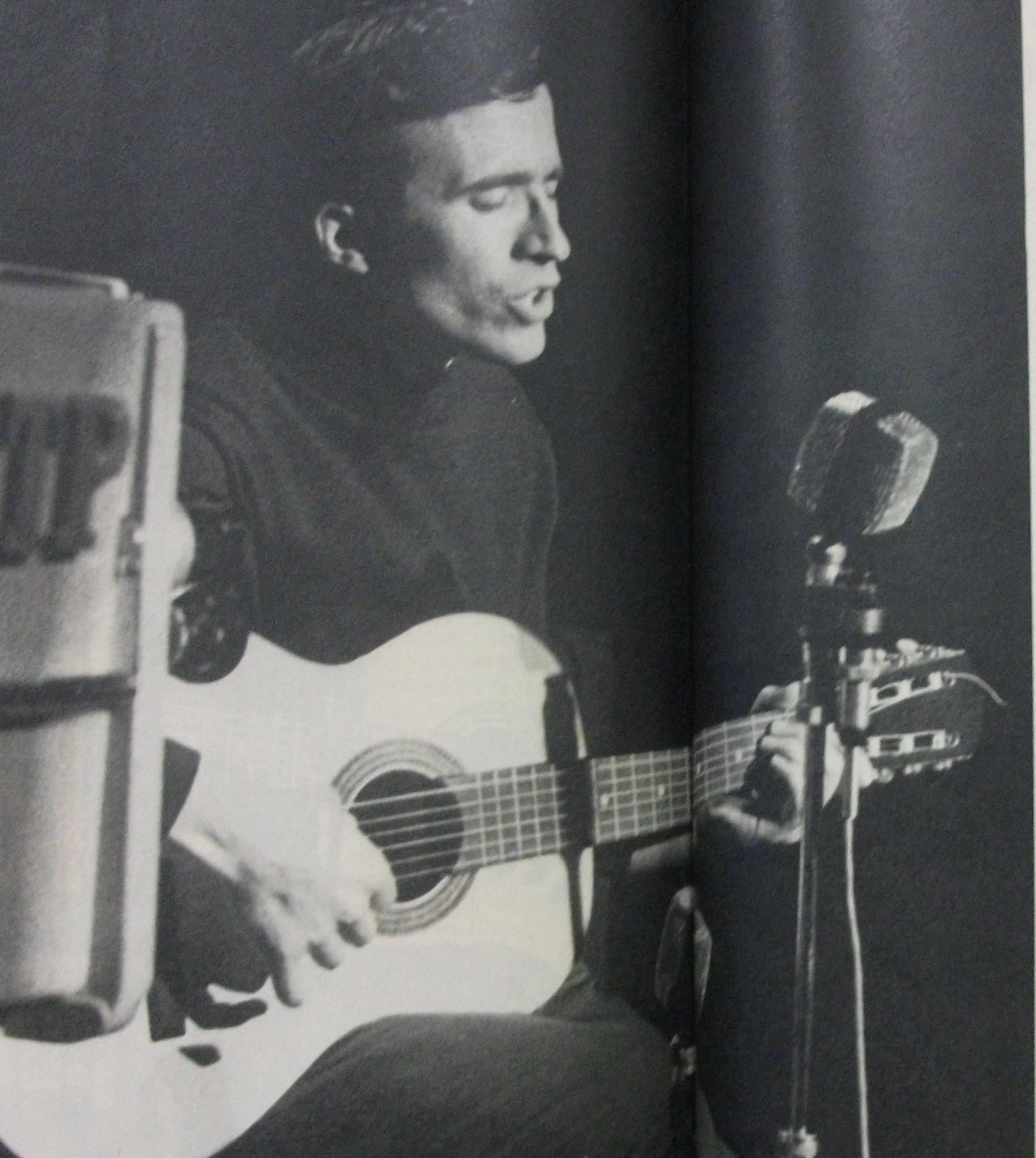 Francisco Fanhais, um dos grandes nomes da música de intervenção portuguesa.