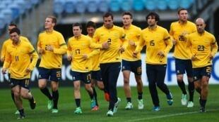 Seleção australiana é a primeira a desembarcar no Brasil para a Copa do Mundo.
