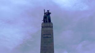 Sur l'esplanade du Palais du peuple à Conakry, le monument célébrant l'échec de l'invasion portugaise du 22 novembre 1970.