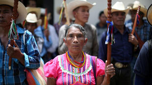 Grupos indígenas manifestaron contra la decisión de Jimmy Morales de expulsar a Iván Velásquez, este 29 de agosto de 2017 en Ciudad de Guatemala.