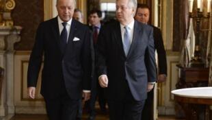 Encontro dos ministros Luiz Alberto Figueiredo (à direita) e Laurent Fabius nesta manhã em Paris.