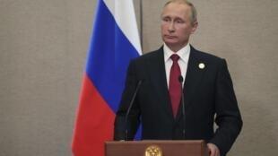 """O presidente russo, Vladimir Putin, classificou de """"inútil e ineficaz"""" o recurso a novas sanções contra Pyongyang."""