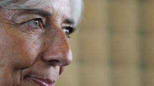Christine Lagarde, flamante directora del FMI. Foto tomada durante la ceremonia de despedida de la ministra en el Ministerio francés de Economía, en París el 30 de junio de 2011.