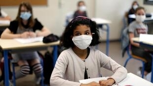 Face masks have been mandatory in French schools since October 2020. But now children will have to wear category 1 masks, which filter 90 percent or above of air-borne particles.