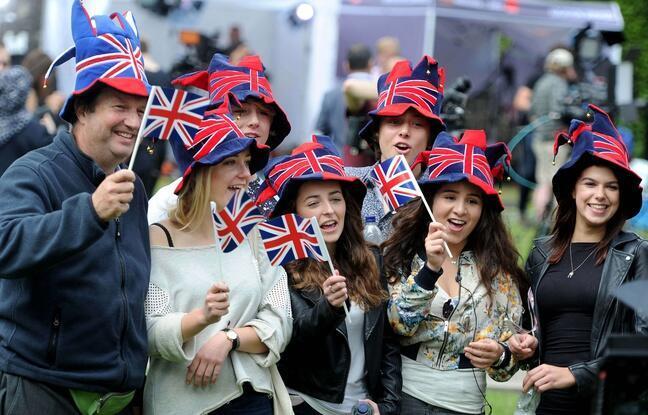 Des Britanniques fêtant la victoire du camp du «Brexit», le 24 juin 2016 à Londres.