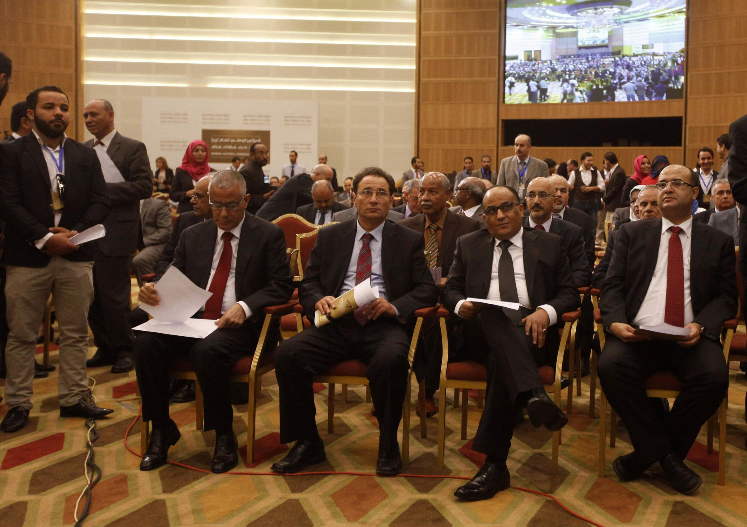 Libyan Prime minister Ali Zeiden (L) with his government