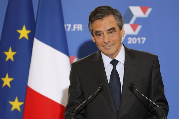 François Fillon discursa diante de seus partidários depois de vencer as primárias da direita em 27 de novembro de 2016