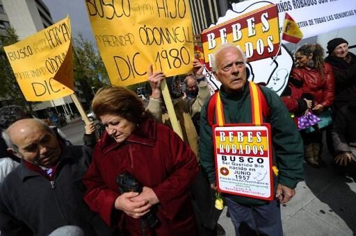 Protesto das vítimas de bebês roubados durante a ditadura de Franco em Madri. 20/04/12