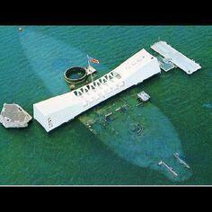 Memorial do USS Arizona, construido sobre o couraçado afundado a 7 de Dezembro de 1941