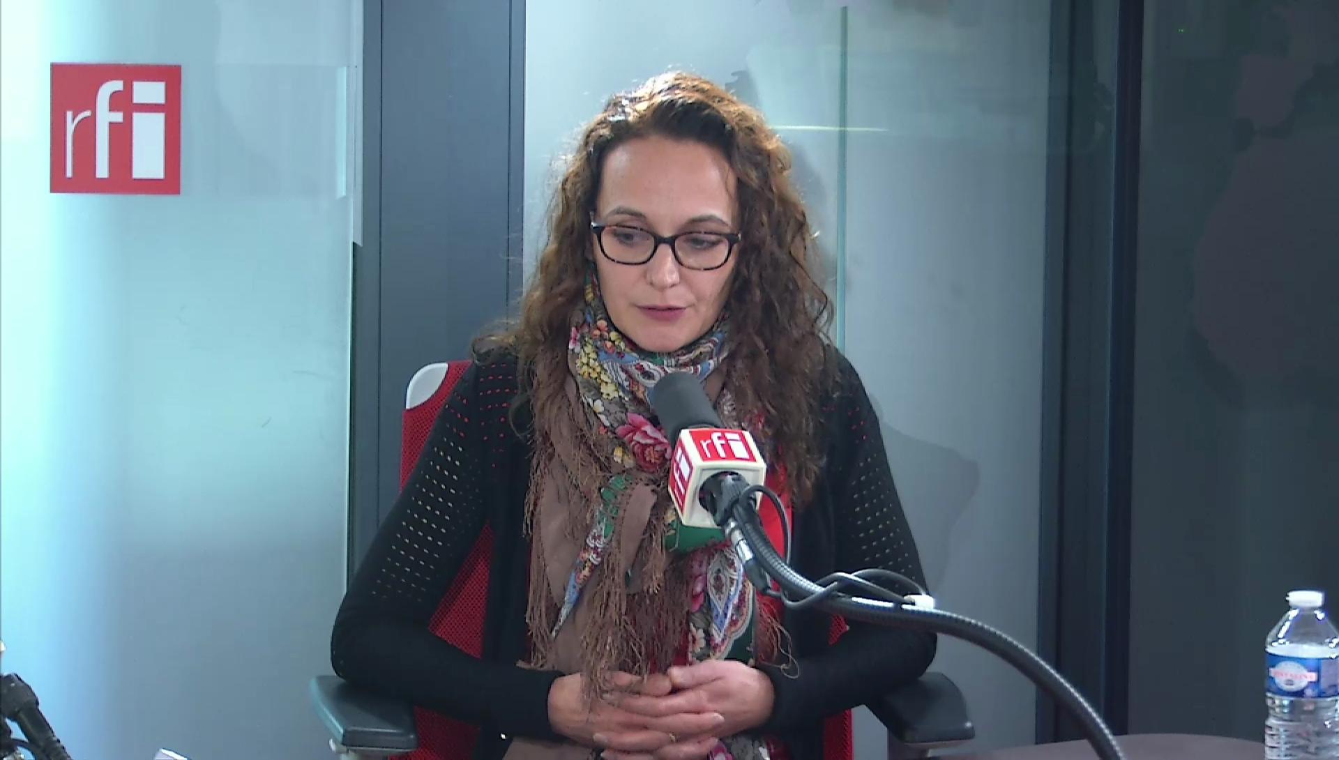 Caroline Darroquy sur RFI.