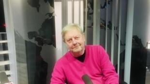 Xavier Houssin, écrivain français en studio à RFI (février 2020).