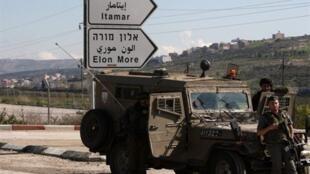 Soldados israelíes en una ruta que lleva a la colonia de Itamar, en el norte de Cisjordania.