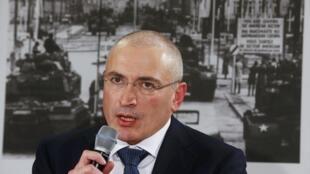 Ông Mikhail Khodorkovsky trong cuộc họp báo tại viện bảo tàng Haus am Checkpoint Charlie, Berlin, 22/11/2013