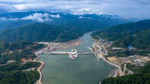 Le barrage de Xayaburi, long de 820 mètres, sur le Mékong au Laos.