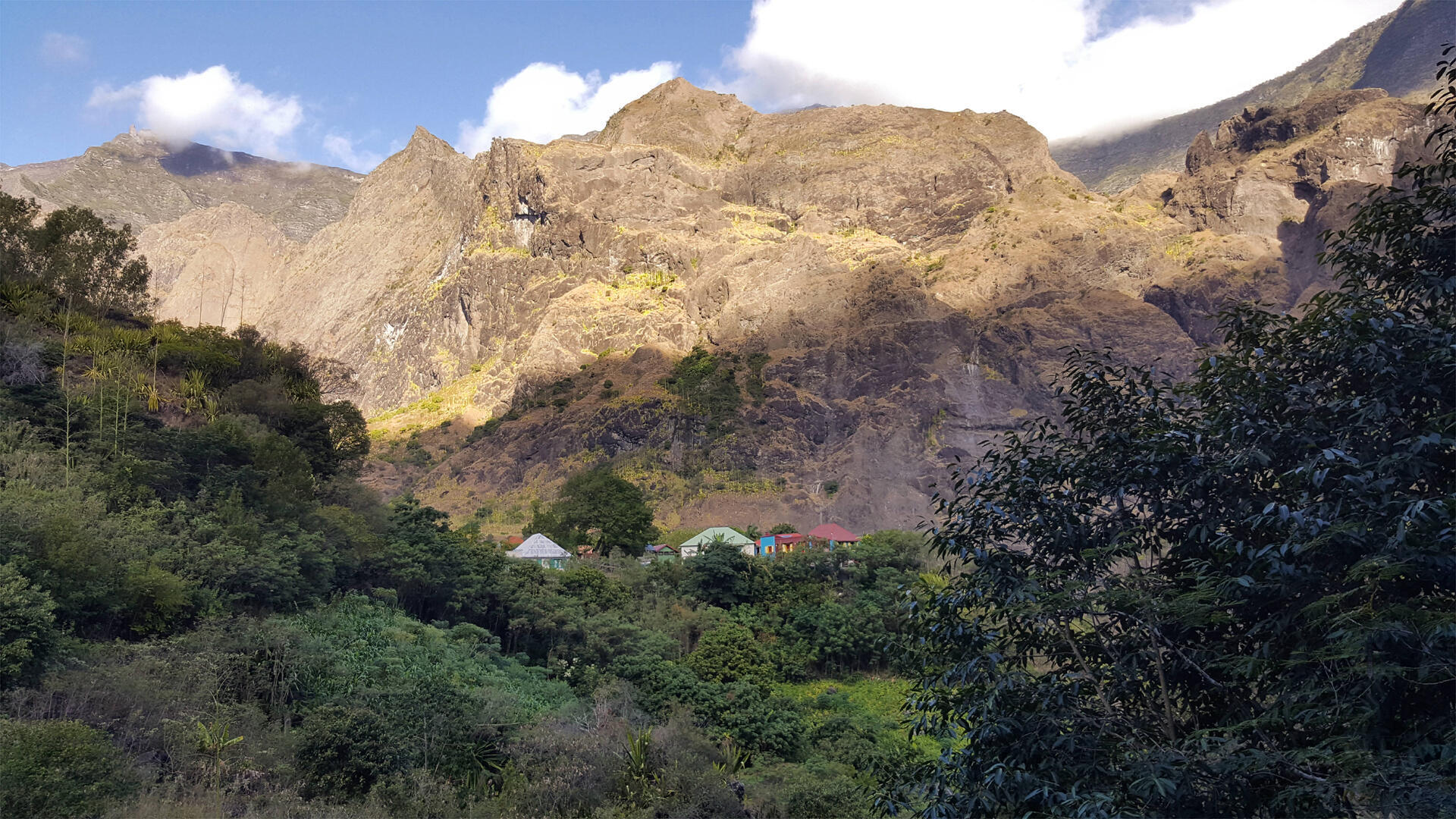 L'îlet de Cayenne situé dans le bas Mafate.