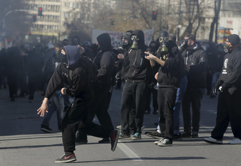 Стычки молодежи и полиции во время всеобщей забастовки в Афинах 20/02/2013