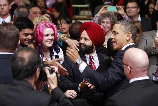 O presidente Barack Obama cumprimenta a plateia nesta terça-feira.
