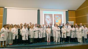 El equipo multidisciplinario, dirigido por el Dr. Joan Pere Barret,  que realizó el transplante de cara.