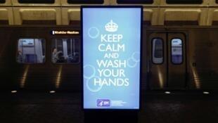 Nos EUA, mensagem diz «Mantenha a calma e lave as mãos»