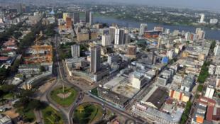 Vue aérienne du quartier d'affaires d'Abidjan.