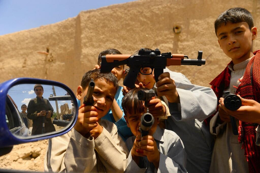 روز دوشنبه ۷ اکتبر ۲۰۱۹، هجدهمین سالروز آغاز جنگ آمریکا در افغانستان است و سازمان جهانی نجات کودکان میگوید که ۱۸ سالههای افغانستان همه در جنگ زاده شده و رشد کردهاند.