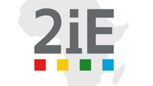 Logo de 2iE, l' Institut international d'ingénierie, de l'eau et de l'environnement de Ouagadougou.