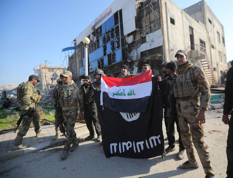 Quân đội Irak mừng chiến thắng tại Ramadi, 28/12/2015.