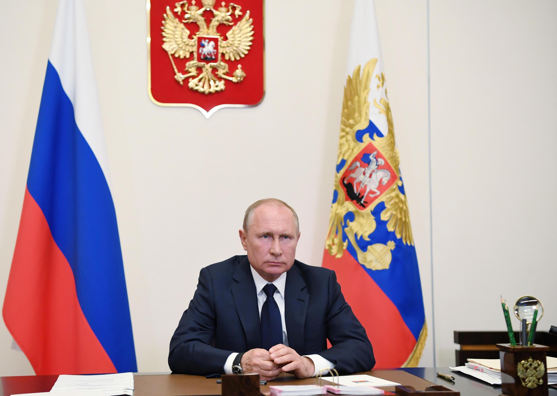 2020-05-11T150756Z_1916470583_RC2FMG99QVUI_RTRMADP_3_HEALTH-CORONAVIRUS-RUSSIA-PUTIN