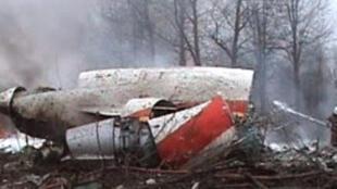 O avião presidencial polonês, um Tupolev-154, pegou fogo e ficou completamente destruído no acidente em Smolensk, na Rússia.