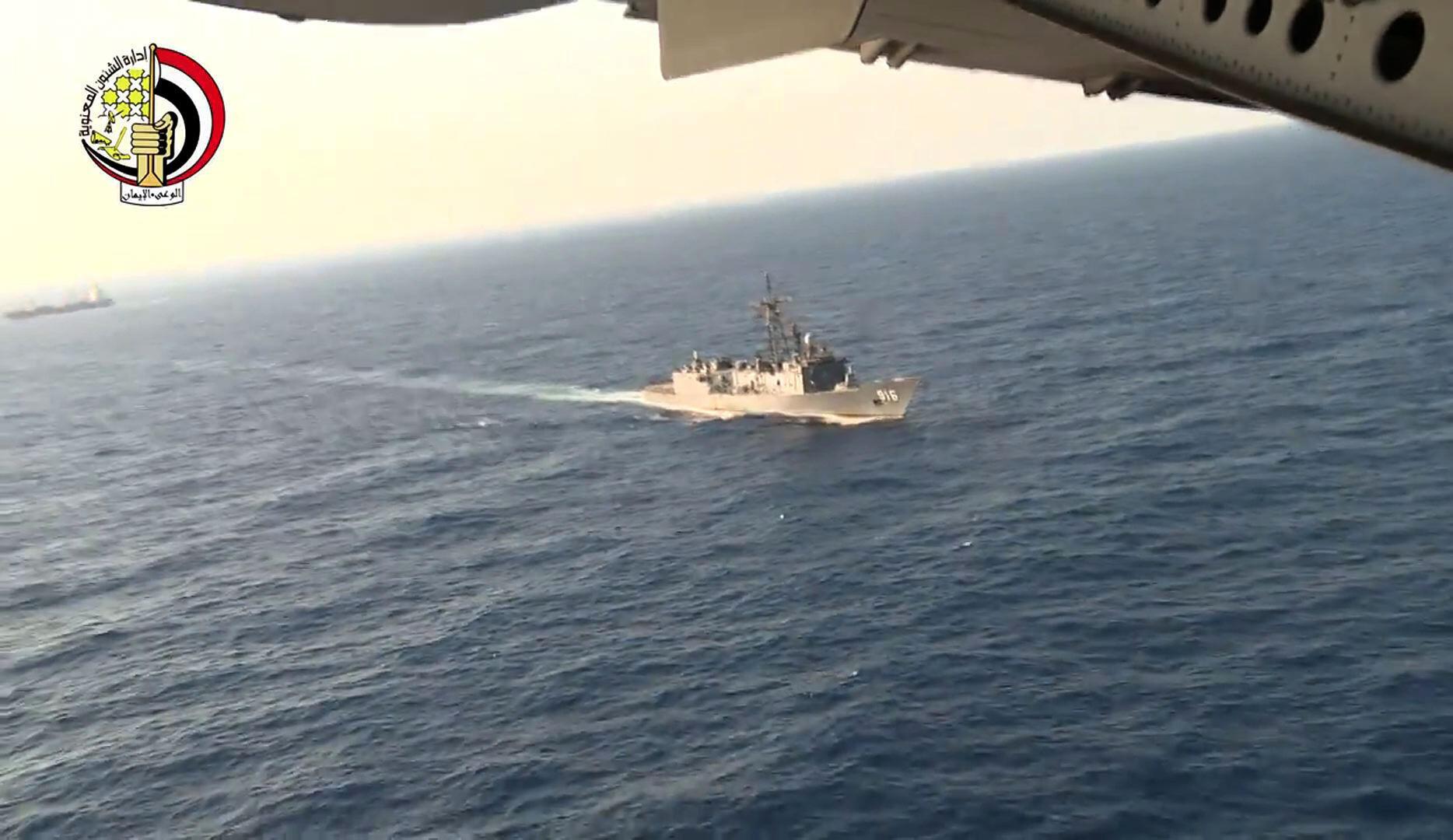 Ai Cập huy động phi cơ và tàu hải quân tìm kiếm xác chiếc máy bay A320 của EgyptAir, ngày 20/05/2016.