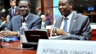 Rais wa zamani wa Burundi na mwakilishi mkuu wa Umoja wa Afrika nchini Mali na kanda ya Sahel Pierre Buyoya (kulia).