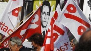Líderes europeus são criticados durante o Fórum dos Povos realizado em Nice ao mesmo tempo que a reunião do G20 em Cannes.