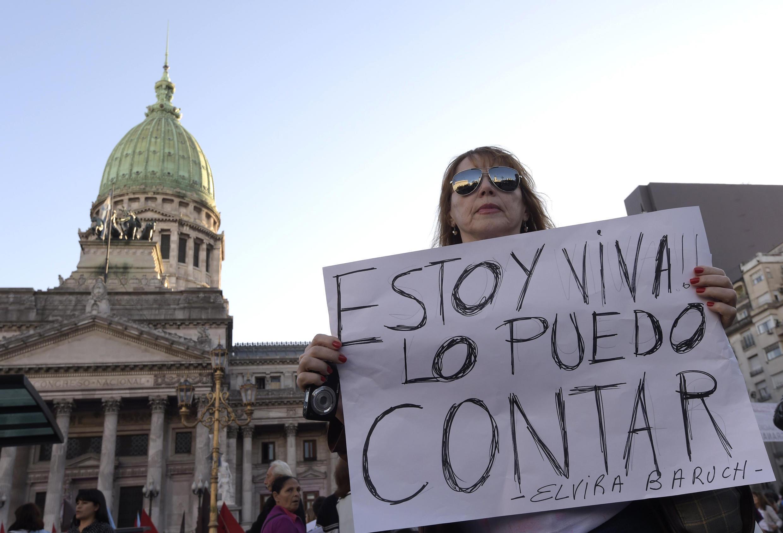 """Em 2015 a manifestação """"'Ni una menos"""": que pede fim da violência contra a mulher reuniu 150 mil pessoas. 03/06/15"""