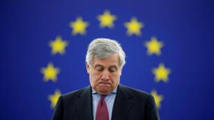 Le président du Parlement européen, Antonio Tajani, a annoncé lundi que les eurodéputés allaient enquêter sur cette «violation inacceptable des droits à la confidentialité des données».