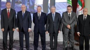 Les cinq candidats à l'élection présidentielle du 12 décembre : Azzedine Mihoubi, Abdelmadjid Tebboune, Abdelkader Bengrina, Ali Benflis, Abdelaziz Belaid.