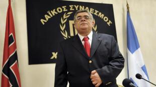 En prison depuis un an, le chef du parti néonazi Aube dorée, Nikos Michaloliakos, ne veut pas voter pour Stavros Dimas.