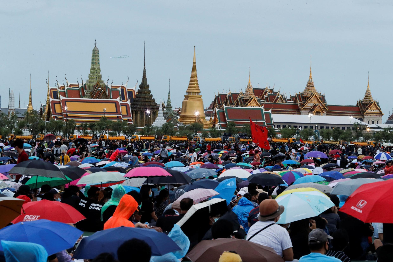 Milhares de estudantes se reuniram neste sábado, 19 de setembro de 2020, em Bangkok para protestar contra o governo.