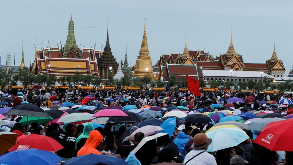 Thaïlande: des milliers de jeunes manifestent contre le gouvernement