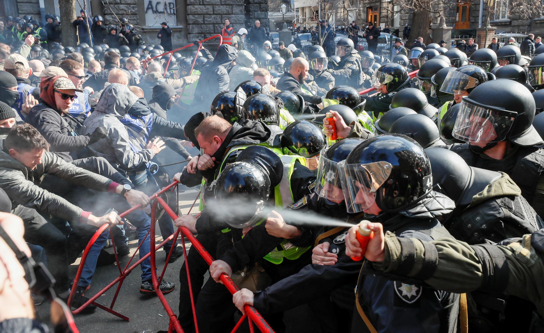 Ukraina : Cảnh người biểu tình va chạm với cảnh sát tại Kiev, ngày 9/03/2019.