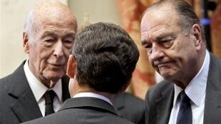 Former Presidents Valéry Giscard d'Estaing (L) and Jacques Chirac (R) with current President Nicolas Sarkozy