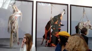 Les femmes suspendues de l'artiste espagnole Pilar Albarracin à la Fiac 2018.